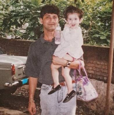 Shivaleeka Oberoi childhood Pic with her father